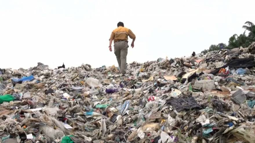 Philippines returns huge amounts of waste 'illegally shipped' by Canada