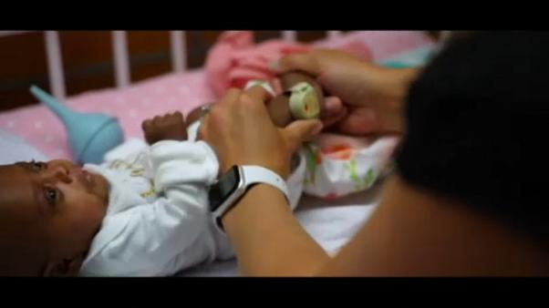 """""""Saybie"""", l'histoire miraculeuse du plus petit bébé au monde"""