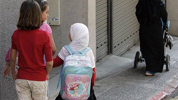 İsveç'te bir belediye 13 yaş altı öğrencilere başörtüsünü yasakladı