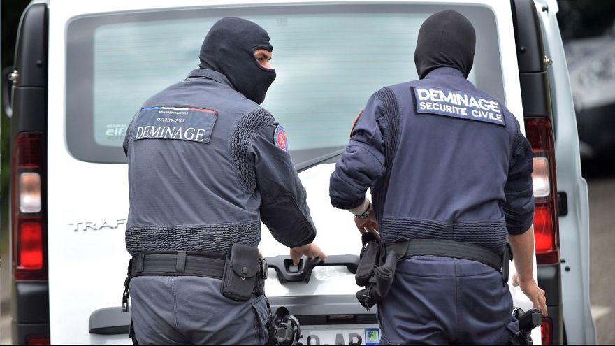 نیروهای امنیتی فرانسه پس از انفجار لیون