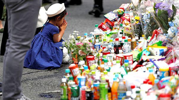 Japonlar neden bıçaklı saldırı kurbanları anısına şekerleme ve içecek bırakıyor?