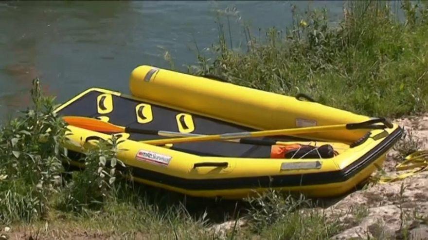 На Рейне перевернулась лодка с туристами