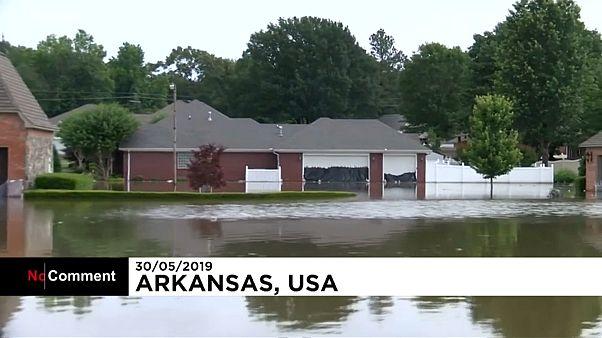 فيديو: استمرار الفيضانات ومخاوف من انهيار سدود نهر أركنساس