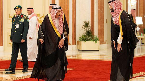 الملك سلمان بن عبد العزيز برفقة ولي العهد محمد بن سلمان