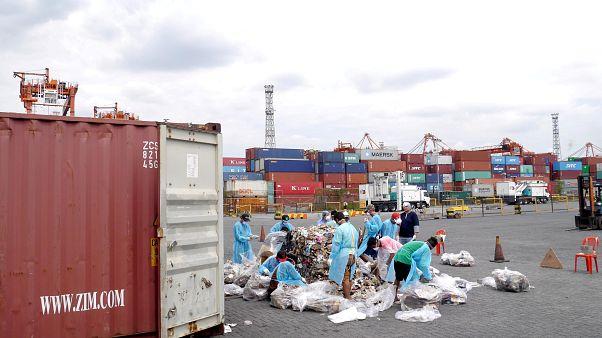 Filipinler hükümeti Kanada'nın çöplerini geri gönderdi