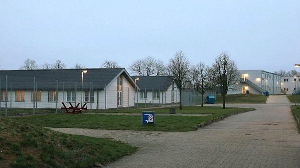 پناهجویان در دانمارک؛ زندگی در پشت دروازههای آهنی و حصارهای فولادی