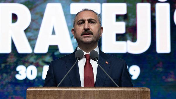Adalet Bakanı Gül: Kadri Gürsel'e kelepçe takılması kabul edilebilir değil