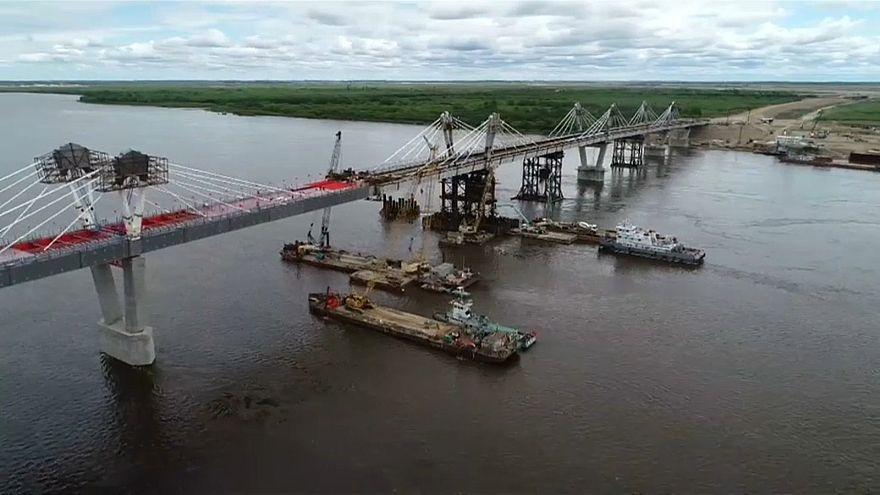 شاهد: أول جسر للطريق السريع بين الصين وروسيا