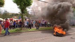 Brennende Reifen und Tränengas: Massenproteste in Honduras