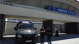 أفراد شرطة امام ملعب واندا ميتروبوليتانو