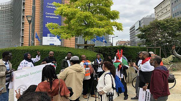اعتصام سوداني أمام المفوضية الأوروبية للضغط على العسكر للإذعان لمطالب الشعب