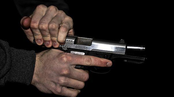 مسلح يقتل رهينتين وينتحر في سويسرا