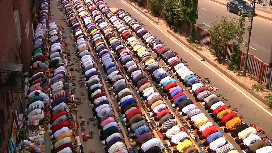 آخرین نماز جمعه ماه رمضان در بنگلادش و بیتالمقدس