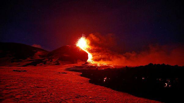 Video | Avrupa'nın en aktif volkanı Etna Yanardağı yeniden faaliyete geçti