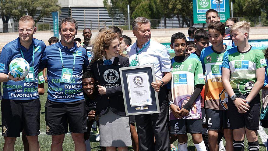 """Участники программы """"Футбол для дружбы"""" установили мировой рекорд"""