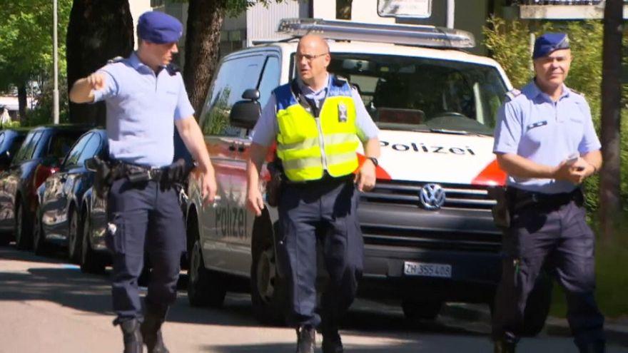 Zurigo: si barrica in casa e spara, tre morti