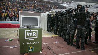 CAF Şampiyonlar Ligi finalinde VAR çalışmadı: Gol iptal edildi, ekiplerden biri sahayı terk etti