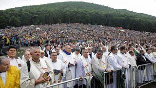 Le pape François célèbre une messe symbolique en Transylvanie