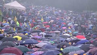 Esőben várták a pápát Csíksomlyón