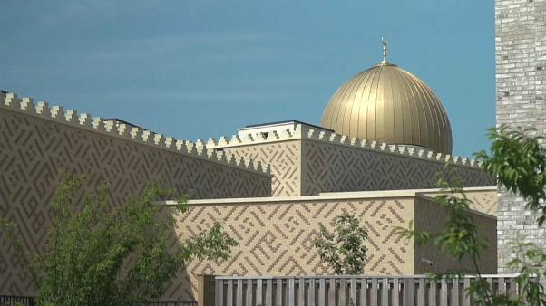 شاهد: أول مسجد في أوروبا بمقاييس تحترم البيئة يفتح أبوابه في مدينة كامبريدج البريطانية