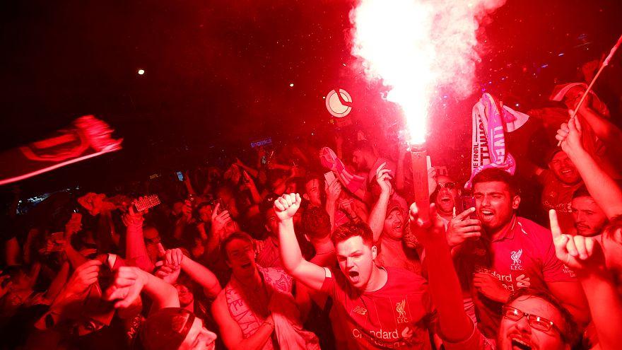La afición del Liverpool celebra su sexta victoria como campeones de Europa