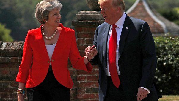 ترامب مع رئيسة الوزراء البريطانية تيريزا ماي