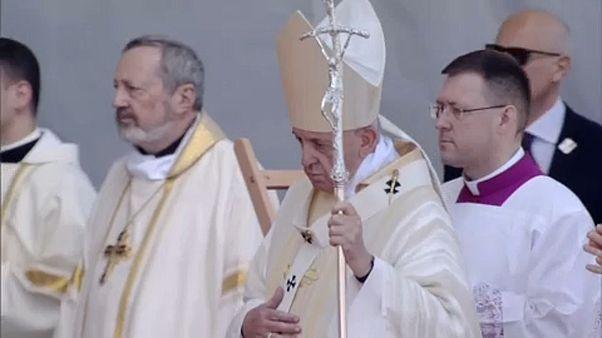 Papa alerta para ideologias divisionistas