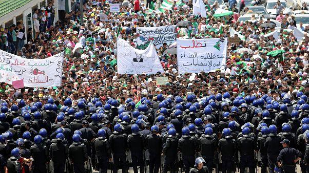 من مظاهرة طلابية في الجزائر في نهاية الشهر الماضي