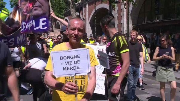"""A Paris, marche des """"mutilés gilets jaunes"""" qui """"ne lâcheront rien"""""""