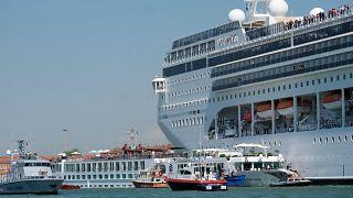 ویدئو؛ تصادف کشتی کروز و قایق توریستی در ساحل ونیز
