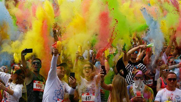 Moskova'da yaz maratonundan renkli görüntüler