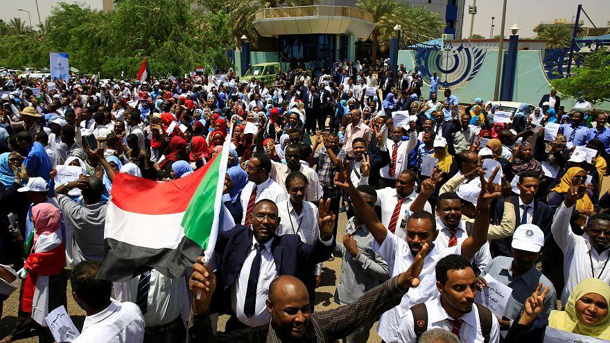 محتجون من تحالف المعارضة خلال اليوم الثاني من الاضراب يوم الخميس في الخرطوم