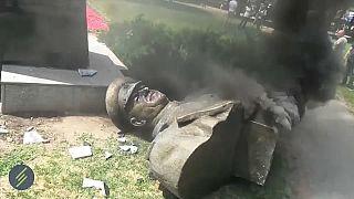 В Харькове снесли памятник Жукову