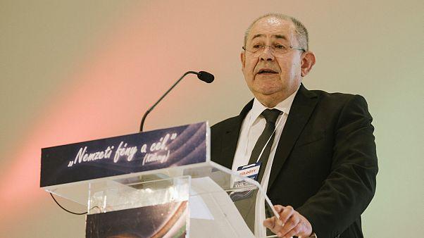 Pásztor István, a VMSZ elnöke beszédet mond