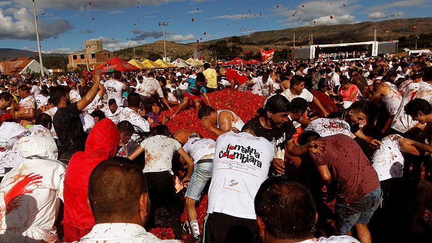 جنگ گوجه فرنگی؛ کلمبیاییها شهر را به رنگ قرمز درآوردند