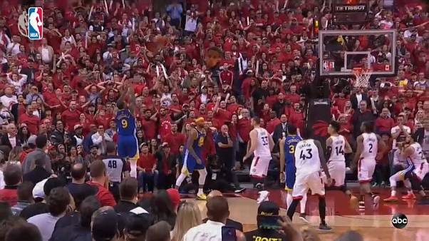 Los Warriors asaltan Toronto y empatan la final de la NBA