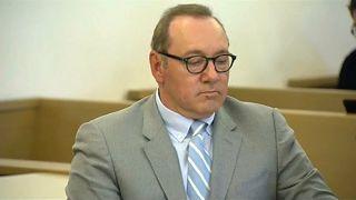 كيفين سبيسي ينفي تهم التحرش المنسوبة إليه في أولى جلسات محاكمته