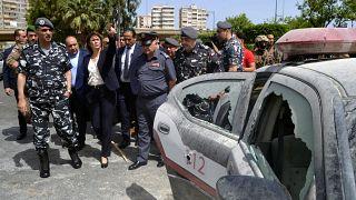 وزيرة الداخلية اللبنانية ريا الحسن تتفقد موقع هجوم في مدينة طرابلس
