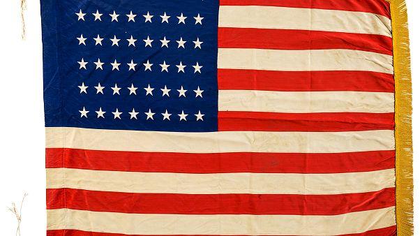 """Πωλείται η """"πρώτη"""" αμερικανική σημαία που υψώθηκε κατά την Απόβαση της Νορμανδίας"""