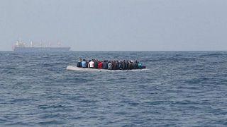 مهاجرون غير شرعيين أثناء محاولتهم عبور بحر المانش