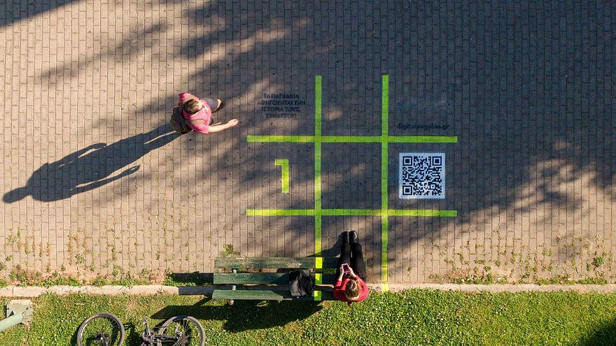 Γνωρίστε τα digital παγκάκια της Αθήνας