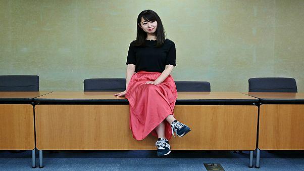 ممثلة تقود حملة ضد انتعال النساء للكعب العالي خلال العمل في اليابان