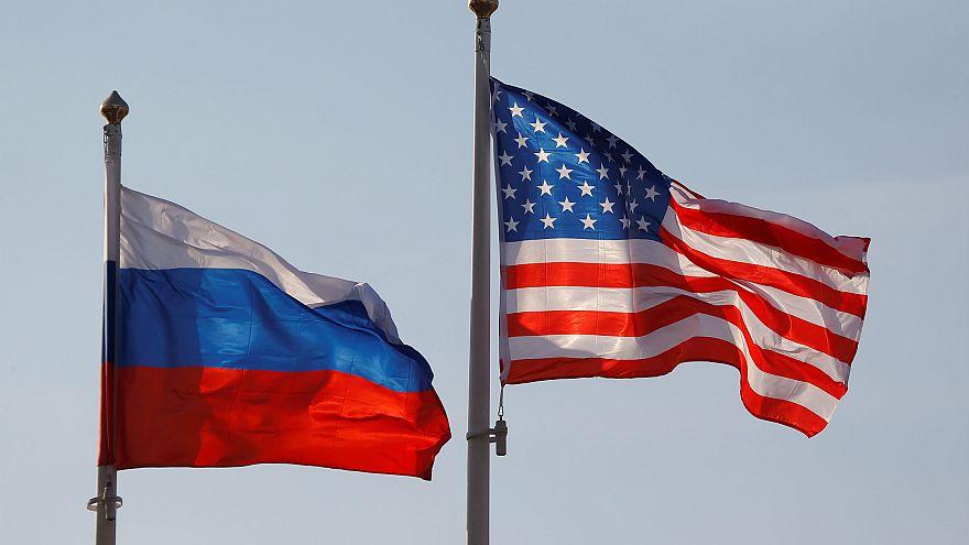 ABD Rusya bayrakları