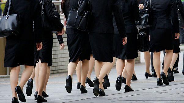 کارزار زنان ژاپنی در اعتراض به اجبار پوشیدن کفش پاشنه بلند در محیط کار
