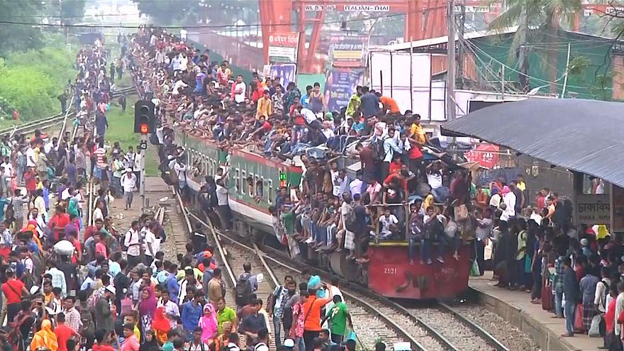 ویدئو؛ ایستگاههای قطار پایتخت بنگلادش بهخاطر عید فطر مملو از مسافر شد