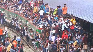 Video | Bangladeşlilerin Ramazan Bayramı öncesi yolculuk çilesi