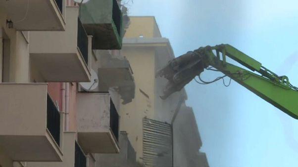 Genova: la demolizione delle case di via Porro