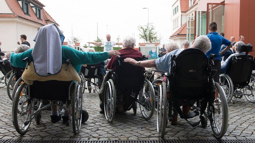 Fransa'da belediyeler bisiklet ve otomobilden sonra tekerlekli sandalye kiralayacak