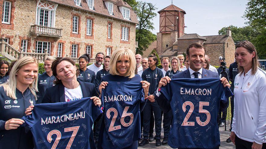 """Francia 2019, Macron incontra le Bleues: """"Possiamo vincere"""""""