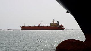 سفينة بالقرب من ميناء الحديدة